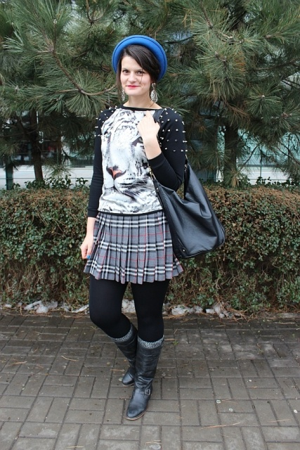 With printed shirt, skirt, black boots and leather bag