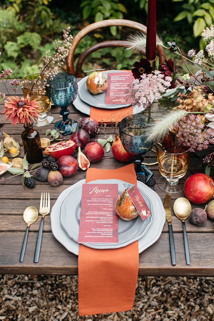 fall wedding tables with orange - https://ruffledblog.com/woodland-luxe-wedding-inspiration-with-fall-colors