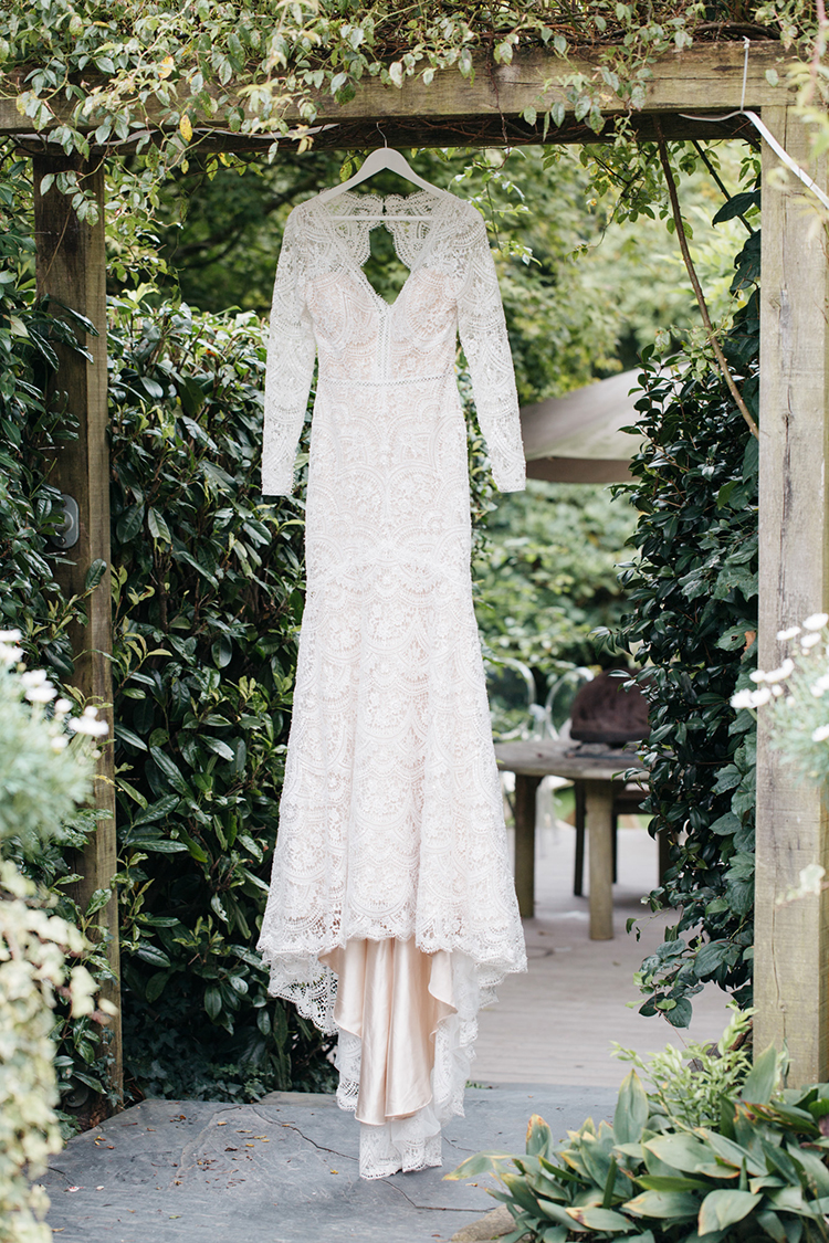 beautiful lace wedding dresses for fall - https://ruffledblog.com/woodland-luxe-wedding-inspiration-with-fall-colors