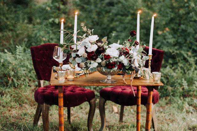 Burgundy fall sweetheart table