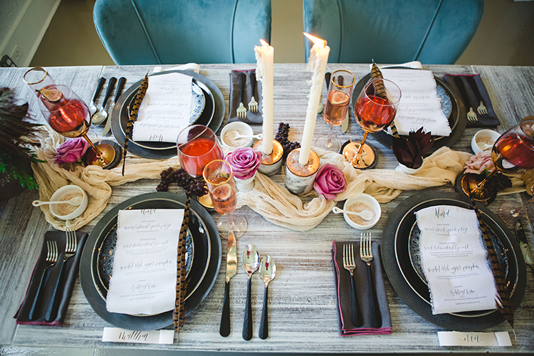 moody fall wedding tablescapes - http://ruffledblog.com/fall-wedding-tablescape-with-an-unexpected-color-palette