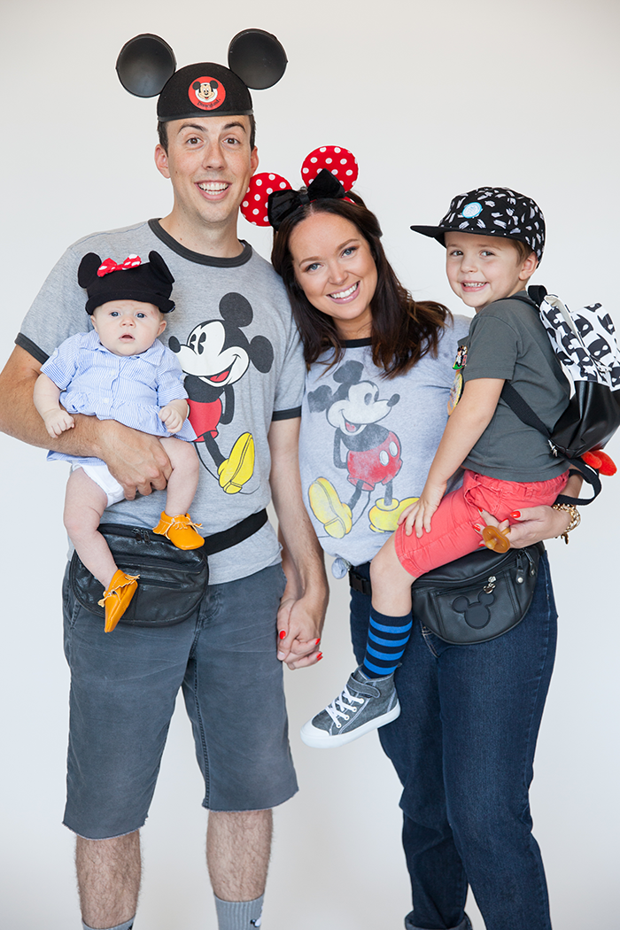 DIY Disneyland tourists' costumes (via sayyes.com)