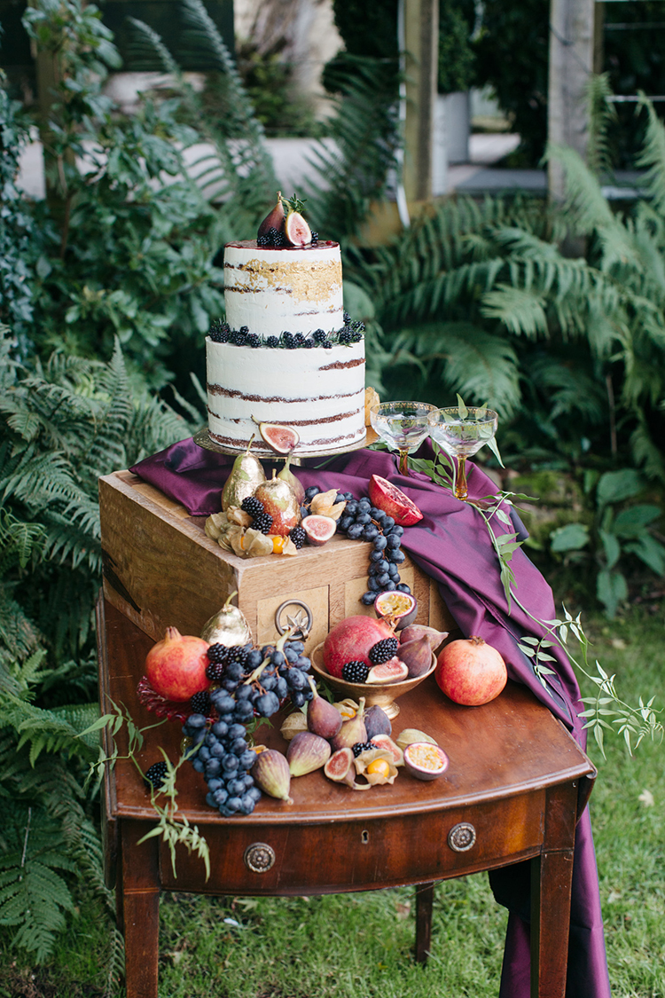 fall woodland wedding cake tables - https://ruffledblog.com/woodland-luxe-wedding-inspiration-with-fall-colors