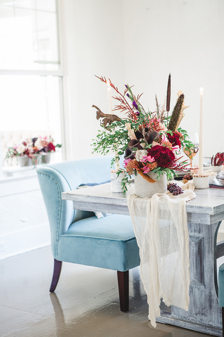 Fall Wedding Tablescape with an Unexpected Color Palette - http://ruffledblog.com/fall-wedding-tablescape-with-an-unexpected-color-palette
