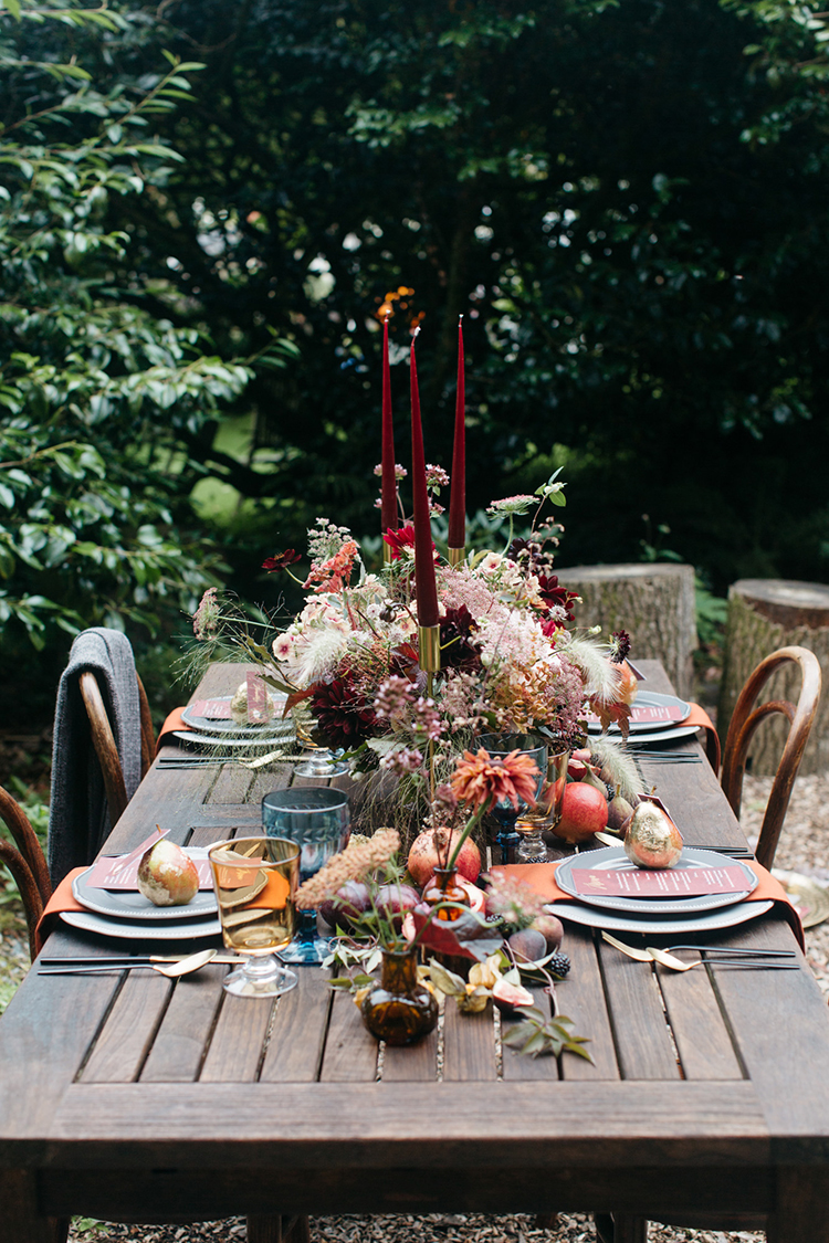 fall tablescapes - https://ruffledblog.com/woodland-luxe-wedding-inspiration-with-fall-colors