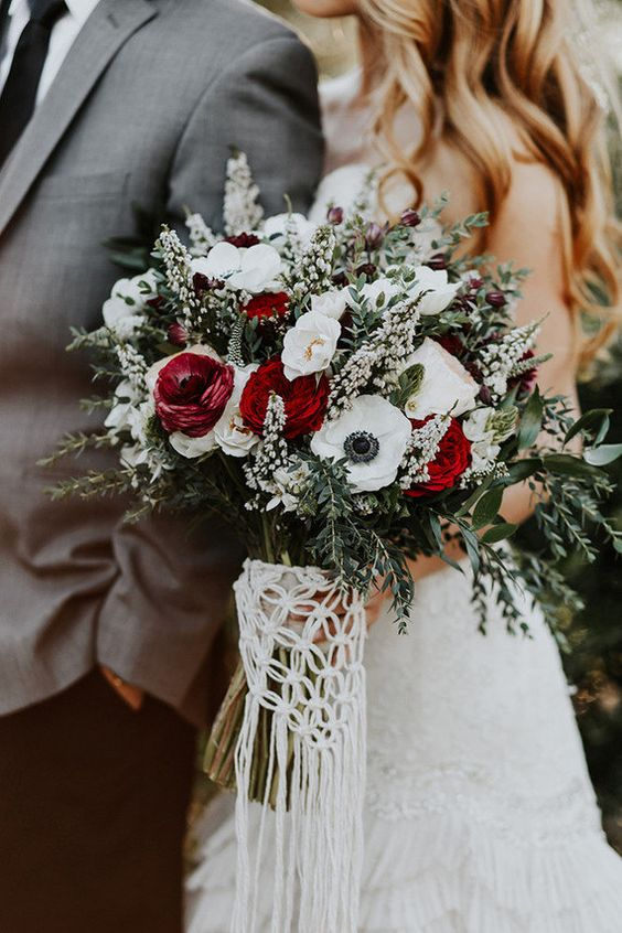 macrame wedding bouquet wrap is a great idea for a boho bride