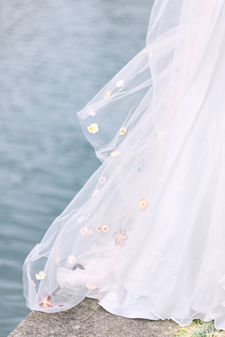 Veil with blossoms