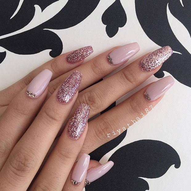 23 Gorgeous Glitter Nail Ideas for the Holidays | Beauty