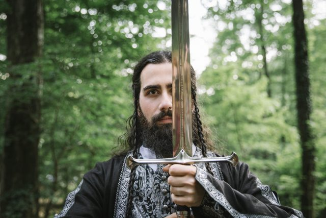 The groom also rocked a large sword perfectly styled for the Lord of the Rings