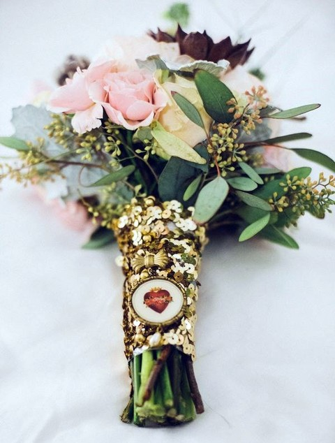 a gold sequin bouquet wrap and a heart hanging for a glam bouquet