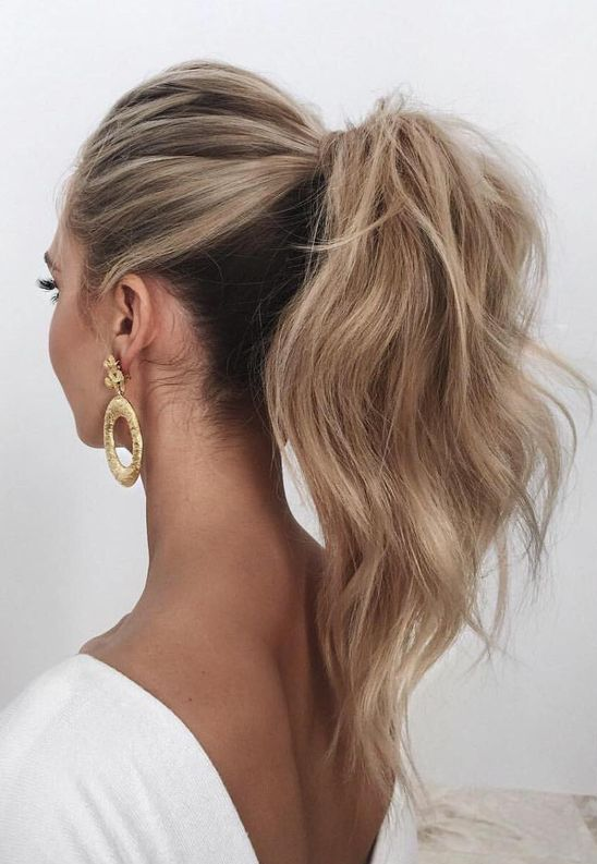 a wavy and voluminous high ponytail looks chic and feminine, besides it's a timeless solution