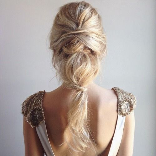 eoffrtlessly romantic and messy ponytail with waves and a texture for a gentle look