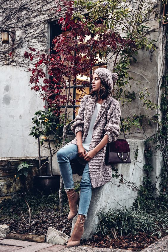 blue cropped jeans, mustard velvet boots and a dusty pink chunky knit cardigan