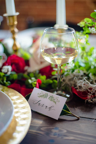 Place cards with greenery drawings