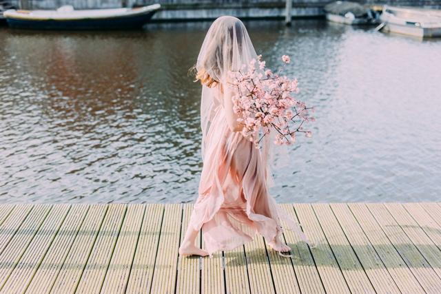 Blush pink bridal session in Amsterdam