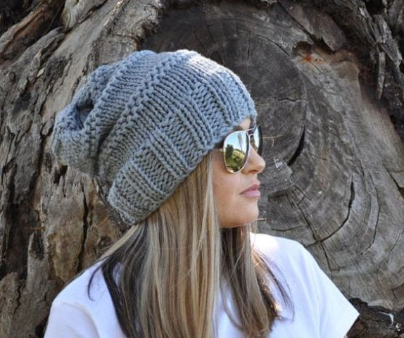 a grey slouchy beanie for a bold and a bit sporty look