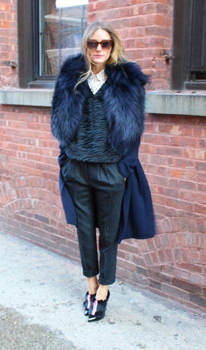 a navy coat with a lush faux fur stole looks outstanding