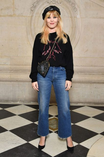 With printed sweatshirt, flare jeans, black pumps and crossbody bag