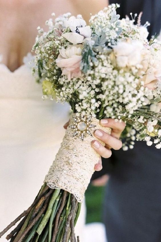lace bouquet wrap with a vintage brooch is great for a vintage bride