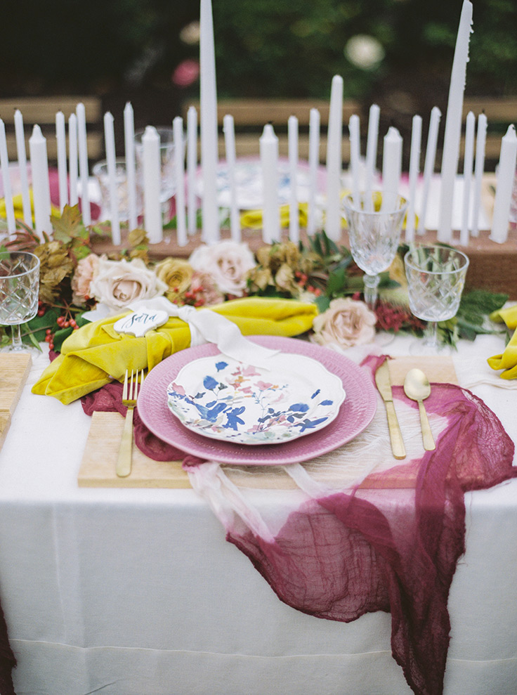 Pure Magic in this Mauve and Mustard Lovestory #wedding #weddingtable #tablescapes photo Mr and Mrs Wedding Duo See more: https://ruffledblog.com/mauve-mustard-wedding
