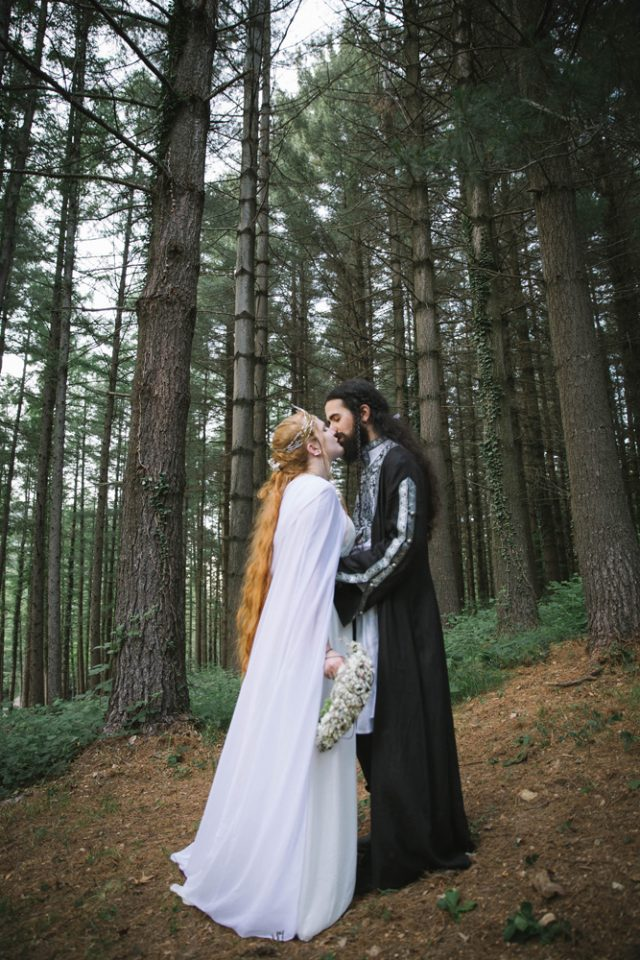 This book lover wedding was inspired by the Lord of the Rings and it was mostly DIY