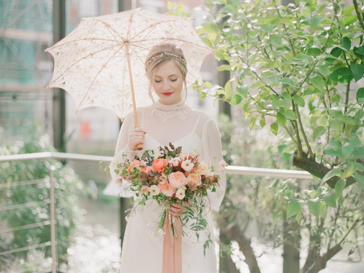 Why not add a parasol to make the bridal look more exquisite