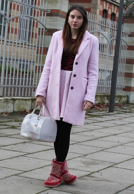 With shirt, pink skirt, pink coat, white bag and black tights