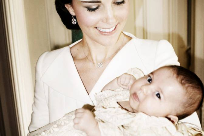 princess-charlotte-and-kate 30 Cute and Latest Pictures of Princess Charlotte