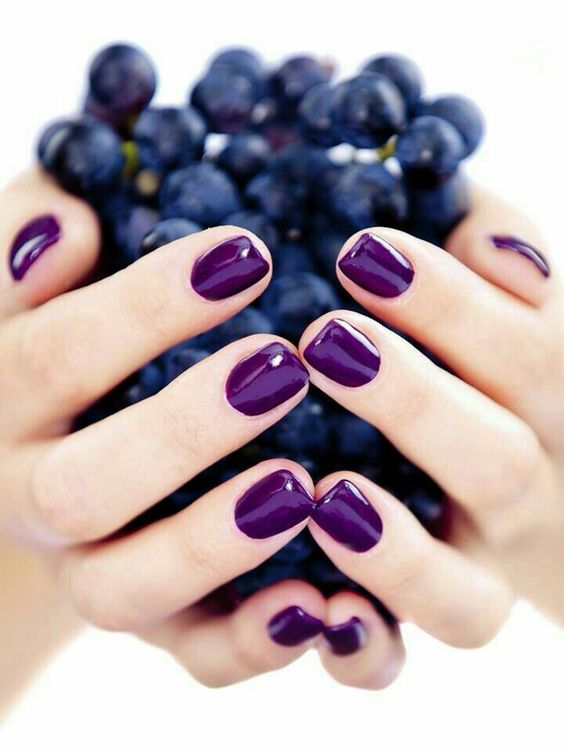 shiny ultra-violet manicure for those who are ready to rock bold colors