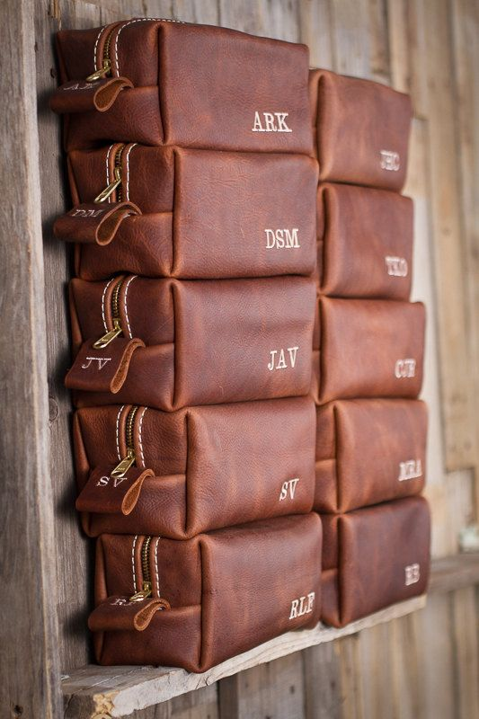 groomsmen's leather bags as favors are a chic idea that nay man would appreciate