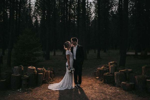 This fall woodland wedding was an intimate one, with chic red and burgundy touches and lots of DIY