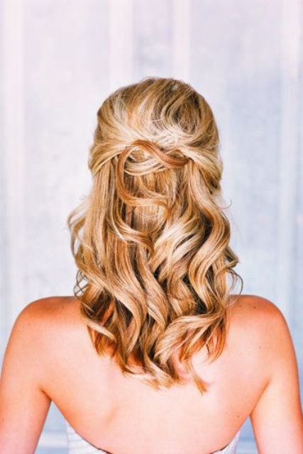 flirty and romantic half up curled hairstyle for a holiday date