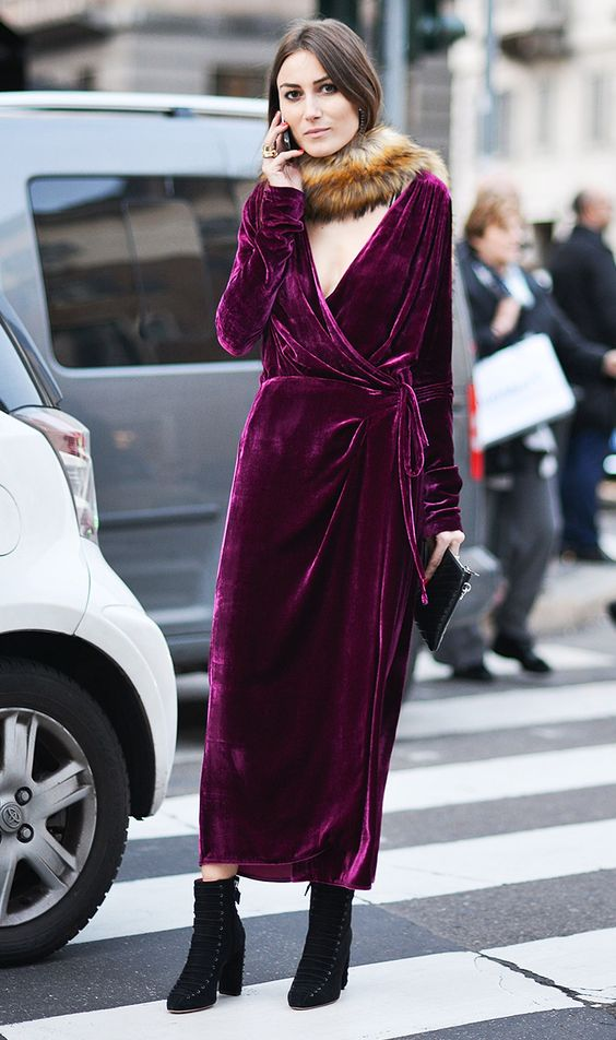 a fuchsia wrap dress with a V-neckline, a faux fur scarf and black suede boots