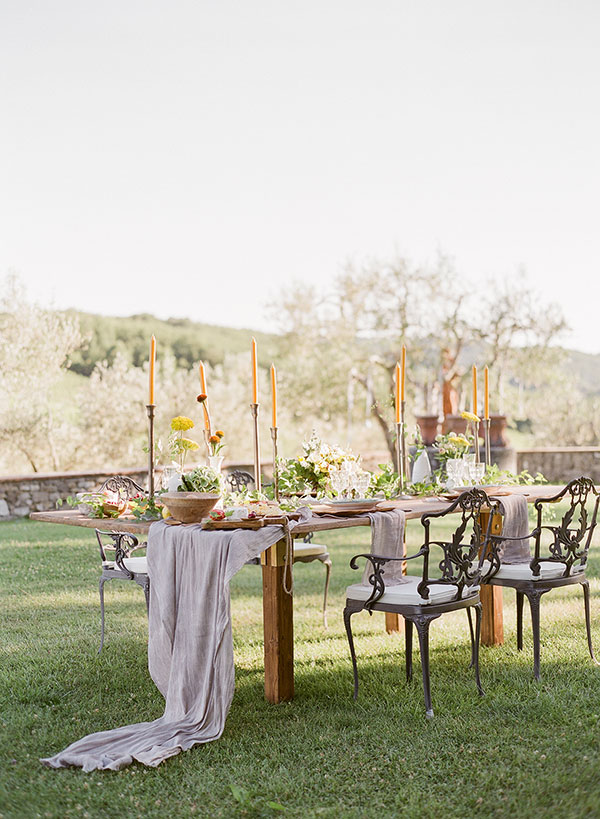 Intimate Harvest Elopement in the Rolling Hills of Tuscany #florence #italianweddings #elopementinspiration see more: https://ruffledblog.com/romantic-florentine-elopement/