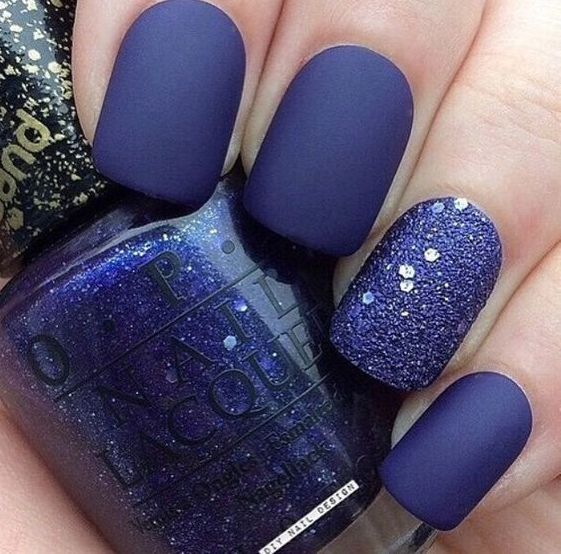 ultra-violet matte nails with a glitter accent nail are very bold and chic