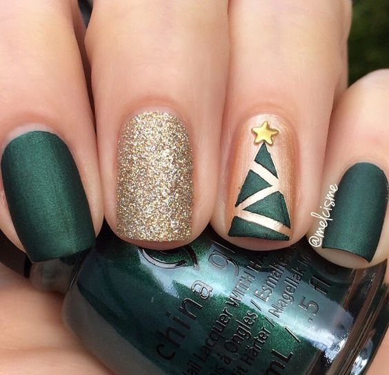 dak green nails, a glitter one and a geometric Christmas tree one for a whimsy look
