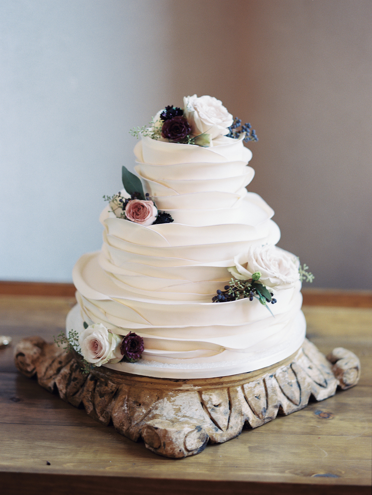 Our Most Popular Wedding Cakes of 2017 #weddingcakes #desserttables #weddingtrends