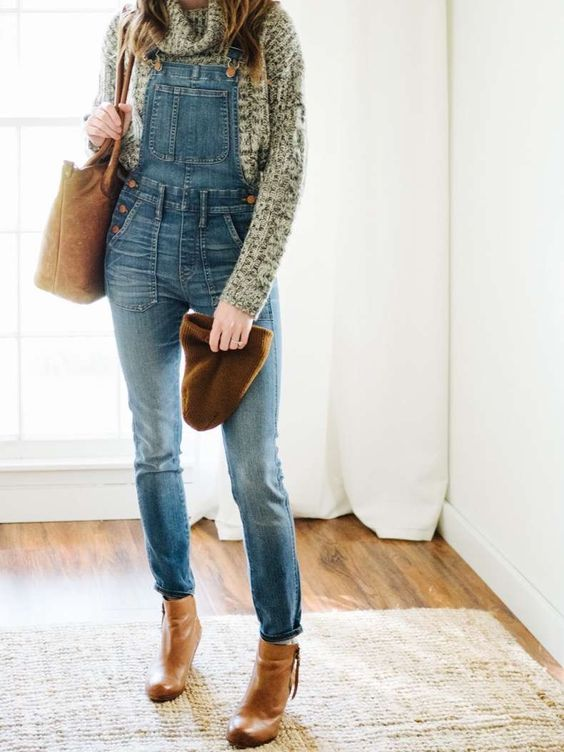 a chunky knit sweater, a denim overall, cognac boots, a matching beanie and bag