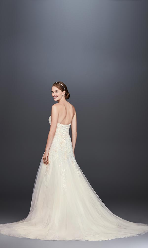 4 Wedding Dress Trends We're Fully Embracing with David's Bridal #weddingdresses #minimalweddingdresses #tulleweddingdresses