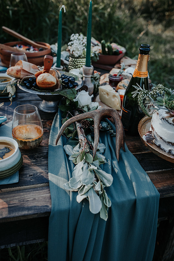 Cobalt Turquoise Elopement Inspiration with Rustic Details #rusticweddingideas #elopementinspiration #oregoncoastwedding