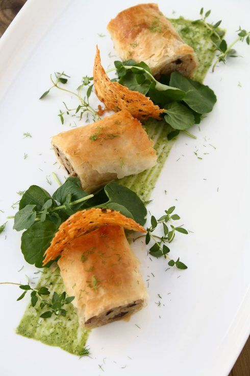 mushroom risotto spring rolls, manchego thyme crisps, roasted garlic watercress mayonnaise