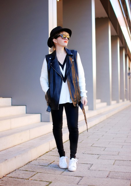 With black and white sweatshirt, skinny pants, wide brim hat and white sneakers