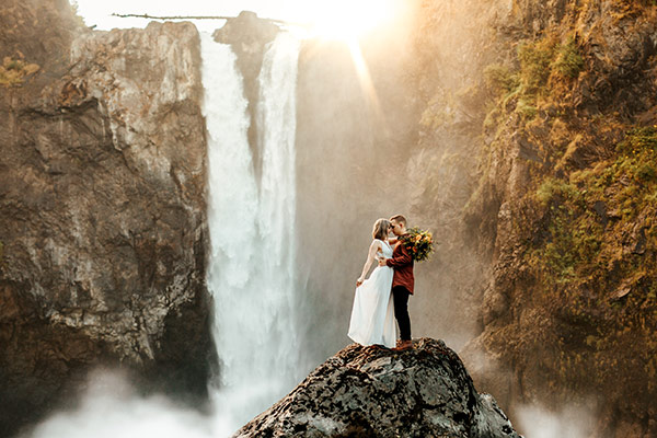 Intimate Mountain Elopement with the BEST View #pacificnorthwest #elopementinspiration #adventurouscouples