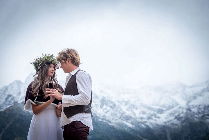 This wedding shoot is inspired by the Italian Alps' traditions and wildberries that you may find in the woods