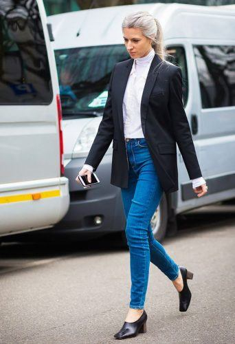 Turtle-Neck-Tops-with-Office-Jean-Pants-342x500 Wearing Business Casual Jeans-21 Ways to Wear Jeans at Work