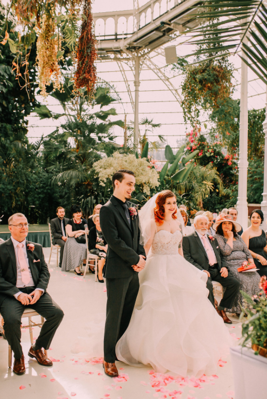 The greenhouse looked amazingly lush and fresh, it's ideal for a wedding ceremony