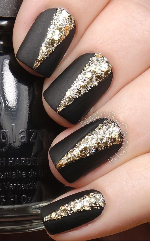 Black-and-gold-glitter-nail-art Winter Nail Art Ideas - 80 Best Nail Designs This Winter