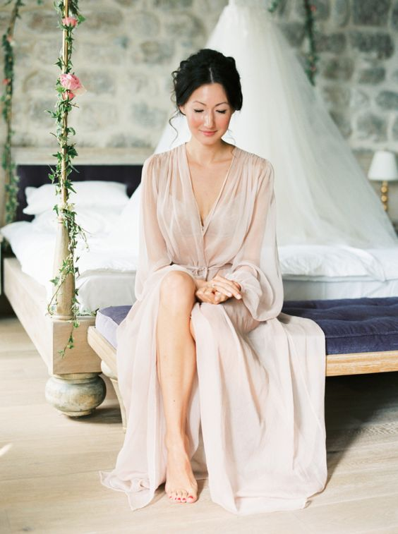 a midi sheer blush bridal robe with long sleeves looks wow and stands out with its tender yet unusual for a bride color