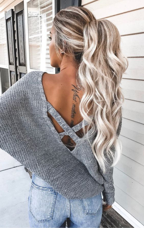 a gorgeous wavy long ponytail with a volume on top looks chic