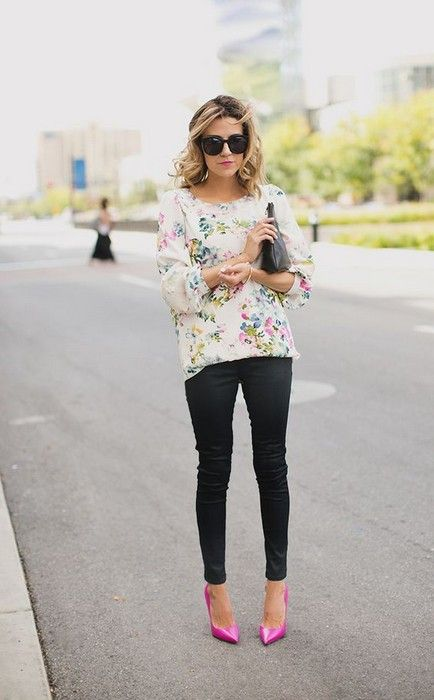 black pants, hot pink shoes and a floral blouse for an eye-catchy business casual look